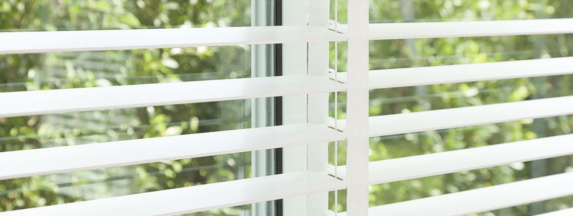 Veneciana de imitación madera 50mm para ventanas